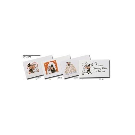 Fiche avec 24 cartes de mariage pré-coupés.