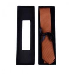 En Septembre cas de cravate étroite